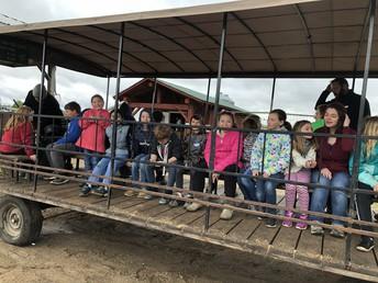 3rd graders at Dutch Creek Farms
