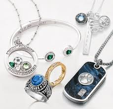 SOPHOMORES: Design Your Class Jewelry!