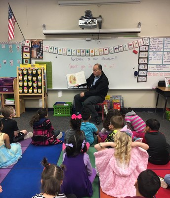 Dr. Chadwell shares a favorite book with Kindergarten.
