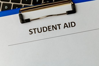 Clipboard with Student Aid written.