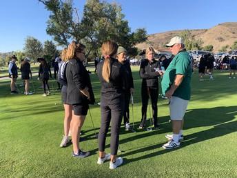 Las chicas del golf compiten en el campeonato de equipo CIF
