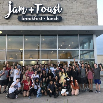 Seniors at Jam + Toast in Irving