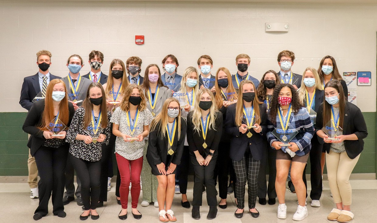 WSD DECA Students Advance to State