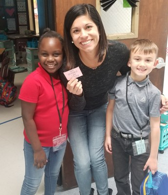 Students at Floresta Elementary shared Kindness Notes with the students and staff to spread kindness across their campus and beyond.