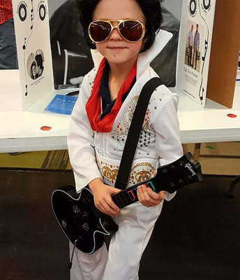 Gavin Malo as Elvis Presley