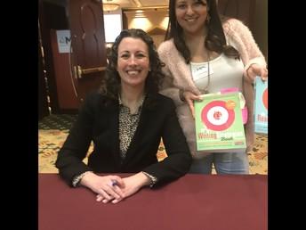 Mrs. Diaz (right) with her favorite author! / ¡La Sra. Díaz (derecha) con su autora favorita!