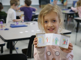 DES students create their own museums in art class