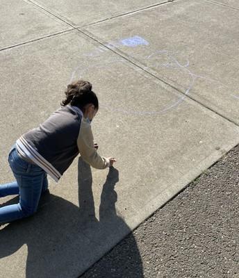 Chalk Art at Recess * Arte de tiza en el recreo