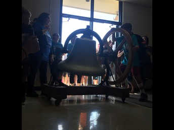 5th Graders Ring the Bell