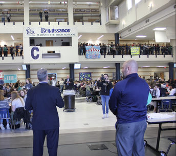 MoASSP announces award before hundreds of students during lunch.