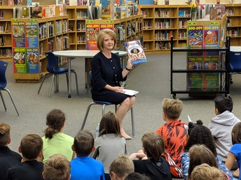 Arizona State Representative Heather Carter reads to WFES students