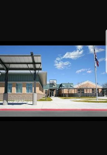 Escuela Primaria Roy Cisneros
