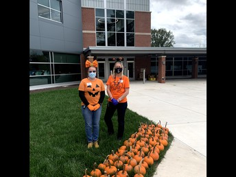 A big thank you to our pumpkin volunteers!