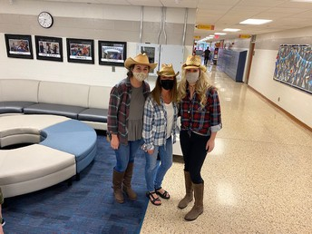 Second Grade dressed like the Wild West!