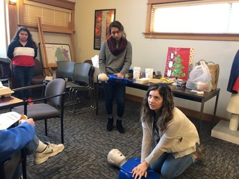 Seniors Ibeth Gomez and Sophie Rodriguez Demonstrate CPR