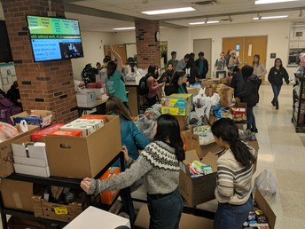 West High Students Particpate in Food Drive