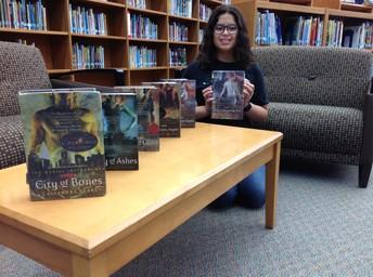 Series Reader K. Iturrubiates: City of Bones by Cassandra Clare