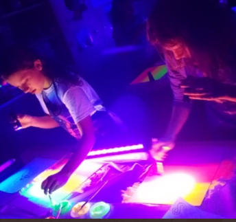 Glow painting in Club Create