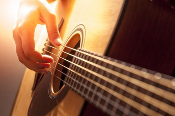 Want to Learn How to Play Guitar Fast? 4 Secrets That Will Help You Learn to Play Guitar Fast Today!