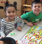 K4 students play Candyland