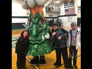 CES students hanging out with the CHS Mascot!