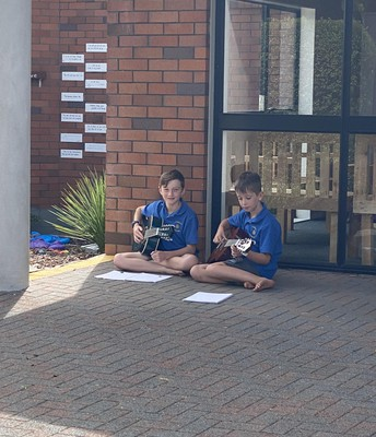 Year 6s enjoying some practice time before their music lesson with MusIQhub