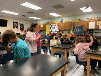 Students use Virtual Reality Goggles in Science!