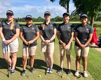Girls Golf Competes at Regionals