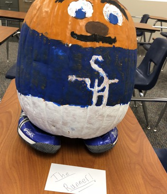 Leaders Core Promotes School Spirit Through a Pumpkin Painting Contest
