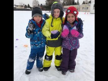 Outdoor fun with ice globes in Kindergarten!