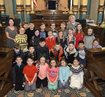 MRS. SIMECEK AND STUDENTS ON THE SENATE FLOOR