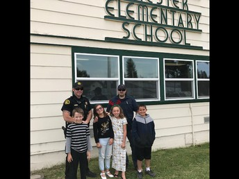 Deputies Swithenback and Cervantes visiting CES - pictured with 4th graders