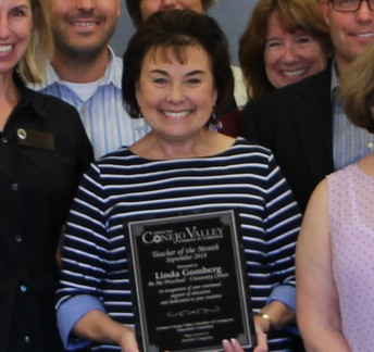 Felicitaciones a Linda Gomberg,  CVUSD 2019 Maestro del Año!