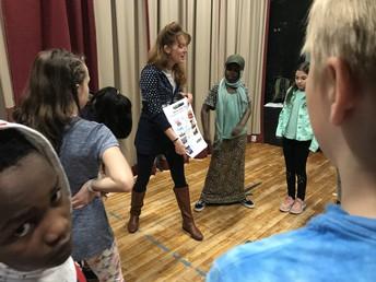 Flynn Teaching Artist, Elisa Van Duyne works with 5th graders