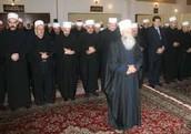 עשרה ימים לפני החג הם ימים קדושים שבהם כל ערב אנשי הדת הולכים לחלווה ( בית הדת הדרוזית)  ומתפללים לאלוהים