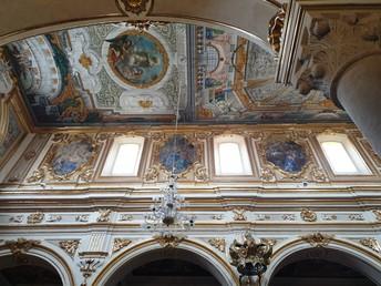 Spectacular Ceiling!!