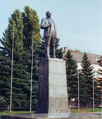 Памятник В.И. Ленину на центральной площади города