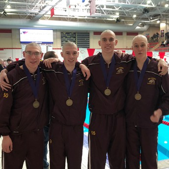 Swimming goes to Districts