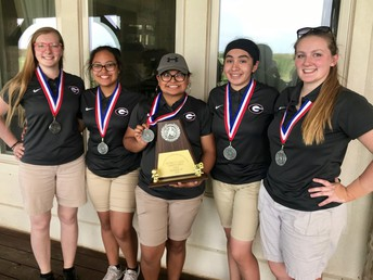 Girls Golf Team Advances to Regionals