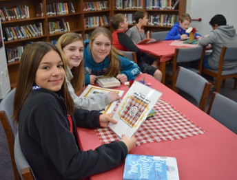 The SJH librarian hosted a book tasting.