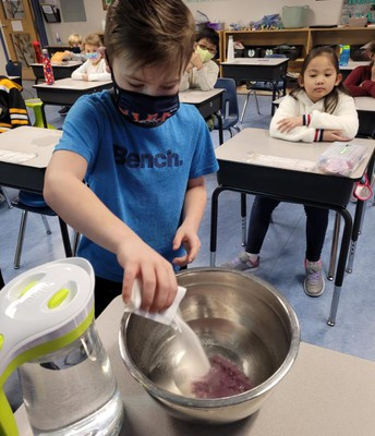 2L is exploring states of matter with Jello!