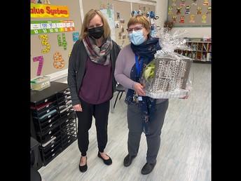 Mrs. Antoniuk presenting Mrs. Lindbeck her farewell gift!
