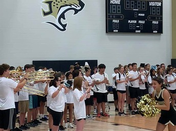 Jag band plays the fight song!