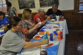 Padres, Apuntense a nuestra clase gratis de pintura en Canvas!