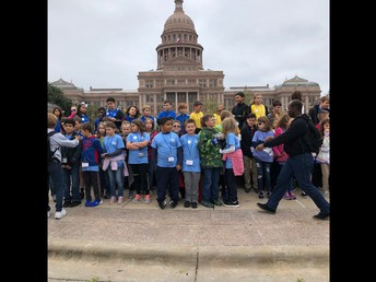 Getting our grade level picture made at the Capitol