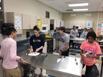 Mrs. Smith's foods students prep for cooking lab