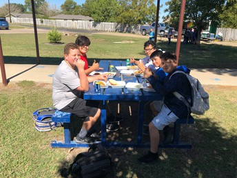 JH Perfect Attendance Students enjoy the food truck and the sunshine!