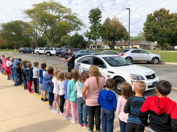 Kindergarten learning about police work