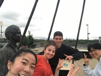 Statue Selfies