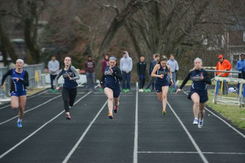 Girls Fly in the 100